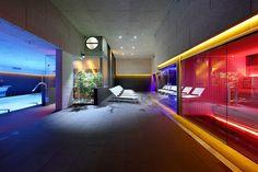 Foto: Club Metropolitan Iradier. Instalación de sauna, baño de vapor, fuente de hielo, duchas de hidroterapia y tumbonas, diseñadas y fabricadas por INBECA. Saunas, Sauna Wellness, Infrarot Sauna, Hotels, Metropolitan, Modern, Fair Grounds, Fun, Travel