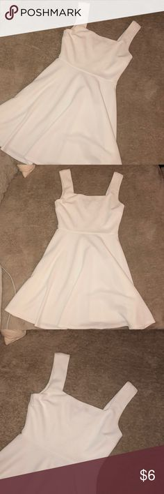 White Spring strap skater dress! Thick matieral. Wore few times. Size xs can fit a small too. Does have light stains (in photos) finn&clover Dresses