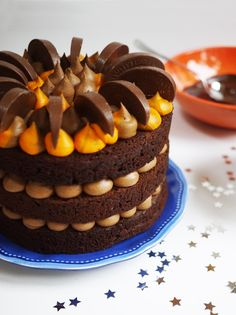 Terry's Chocolate Orange Cake Recipe - Lovely layers of moist chocolate sponge cake, sandwiched with chocolate orange buttercream frosting. It's not Terry's Chocolate Orange Layer Cake Recipe. Terrys Chocolate Orange Cake, Terry's Chocolate Orange, Chocolate Sponge Cake, Chocolate Chocolate, Chocolate Frosting, Chocolate Christmas Cake, Christmas Cakes, Orange Buttercream, Buttercream Frosting