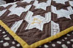 Houndstooth quilt by Sewfrench, via Flickr