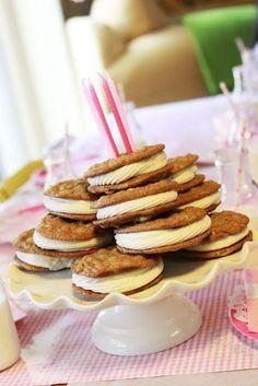 cream filled cookie sandwich