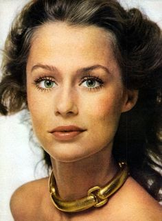 Lauren Hutton, wearing that amazing gold necklace