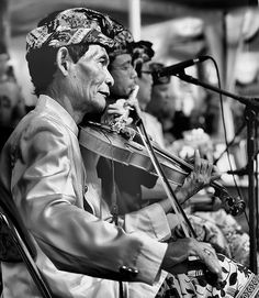 "#Keroncong - ""Kroncong (Indonesian: Keroncong, Dutch: Krontjong) is the name of a ukulele-like instrument and an Indonesian musical style that typically makes use of the kroncong (the sound chrong-chrong-chrong comes from this instrument, so the music is called keronchong), the band or combo or ensemble (called a keronchong orchestra) consists of a flute, a violin, a melody guitar, a cello in pizzicato style, string bass in pizzicato style, and a female or male singer."" http://ht.ly/gKbRD"