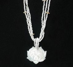 Charming Natural White Shell Hand Carved Mala Lotus Pendant Pearl Beads Necklace