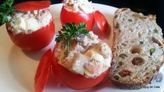 Tomates farcies aux sardines (Nigeria) Cata, Sushi, Eggs, Breakfast, Ethnic Recipes, Food, Salads, Recipes, Favorite Recipes