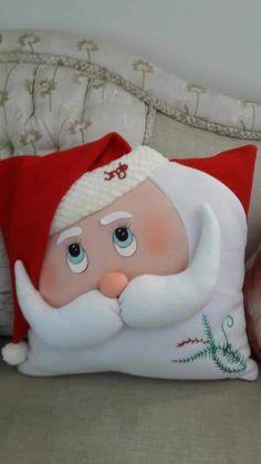 Christmas Chair, Christmas Cushions, Christmas Sewing, Christmas Pillow, Christmas Colors, Christmas Holidays, Natal Do Mickey Mouse, Mickey Mouse Christmas, Christmas Wonderland