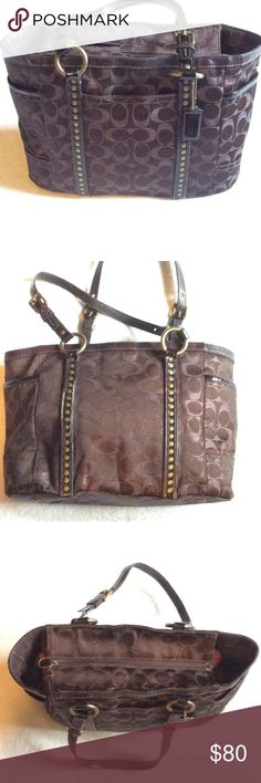 Brown Coach purse 👜 Signature jacquard, studded, brown shoulder bad. Very minimal wear. Most of wear is in the hardware. Patent leather straps. Bronze hardware. Coach Bags Shoulder Bags