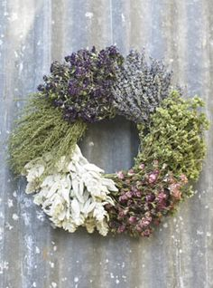 Rather than mixing the herbs, this wreath uses blocks of 6 varieties.