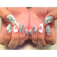 Tropical Leaves #leaf #nails nailart #handpainted #nagativespace #summernails #akikonails