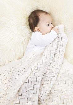 Babyfilt i Baby Merino. Crochet Ripple, Baby Blanket Crochet, Crochet Baby, Knit Crochet, Garnstudio Drops, Tricot Baby, Diy Crafts Knitting, Knitting Patterns, Crochet Patterns