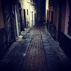 Zena by night #genova #loves_genova #genovamorethanthis #caruggi #night #citylife #citylights #zena #photographyeveryday #photo #nightphotography #vicoli #streetphotography #street #streetstyle Seguimi su YouTube! Fotografia e Video  emanuelesorrentino  Cinema e Serie TV  ttlgphotoema by ema88photography