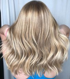 Strawberry Blonde Hair: Light & Dark Highlights and Style Ideas blonde and brown hair colors - Brown Things Blonde Brown Hair Color, Blonde Hair With Bangs, Ombre Blond, Blonde Hair Makeup, Blonde Hair Blue Eyes, Platinum Blonde Hair, Hair Color Dark, Light Blonde, Brown Hair Colors
