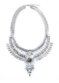 Böhmische Städtische Statement-Kette - Bold in design, refined in details. This boho statement necklace features a bold design in vintage silver tone. Pair this necklace with a statement top for a fashionable look.