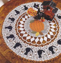 Crochet+Pattern+~+HALLOWEEN+TABLE+TOPPER+with+CAT+MOTIFS+~+Instructions