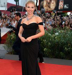 Scarlett Johansson en robe de soirée Versace