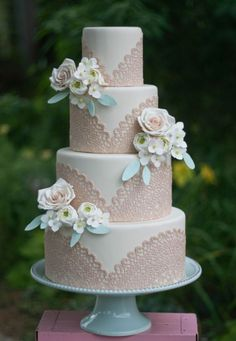 I love the doilies on this cake, super cute.  Not digging the color scheme though