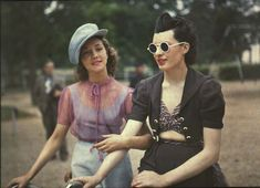 """ Rare Color Photos of Parisian Women from between and John VE, vintag.es These color photographs of Parisian women were taken by French photographer Andre. 1930s Fashion, Look Fashion, Retro Fashion, Vintage Fashion, Fashion Tips, Fashion Quotes, Paris Fashion, Korean Fashion, Fashion Brands"