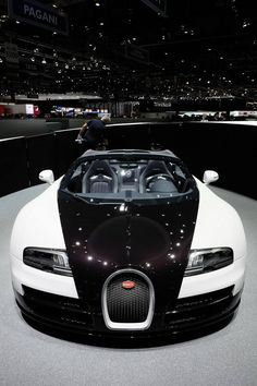 For more cool pictures, visit: http://bestcar.solutions/eish-bugatti-veyron