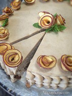Layered-Apple-Rosine-Kuchen-mit-Ahorn-Zimt-Frosting