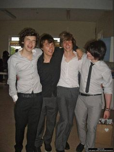 this is harry's old band white eskimo but LOOK AT HARRYS FACE and. Hair