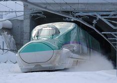 開業を前に、関係者向けの試乗会で走行する北海道新幹線=北海道北斗市で2016年1月28日午後1時52分、手塚耕一郎撮影