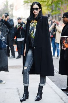 Style File: Krysten Ritter's Impeccable, Relatable NYC Street Style Hipster Outfits, Fashion Outfits, New York Style, My Style, Punk Chic, Krysten Ritter, Autumn In New York, Ootd, Autumn Street Style