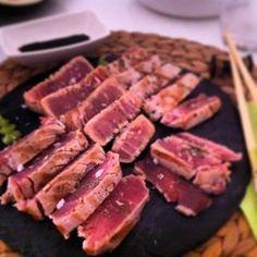 Disfrutamos en casa de un rico #tataki de #atún rojo siguiendo nuestra receta
