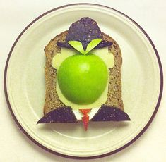 Food Art   Ida Skivenes from Oslo, Norway creates beautiful food art when she eats her breakfast every morning.    Talented food artist recreates famous works of art on toasted bread and makes her own original artworks using fruits and vegetables.  Fun and healthy food art for every breakfast!