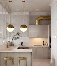bearing in mind it comes to designing a small kitchen, the key should always be creativity. look how these top interior designers used small kitchen Modern Kitchen Tables, Modern Kitchen Design, Interior Design Kitchen, Room Interior, Modern Bar, Modern Classic, Interior Modern, Modern Table, Stone Interior