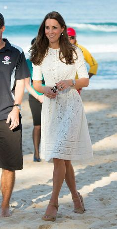 kate middleton fashions | She even makes walking on the beach look easy!!! Modern royals.