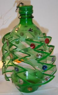 Take a large or small green pop bottle with lid. Draw zigzag verticle lines up the bottle every inch.X-mas soda bottle wind spinner. Zigzag cuts, pain on edges and lid.Garden Wind Spinners and Whirligigs – Make Some For Spring!Green spinner - looks Pop Bottle Crafts, Plastic Bottle Crafts, Recycle Plastic Bottles, Crafts To Make, Fun Crafts, Crafts For Kids, Recycled Bottles, Recycled Crafts, Garden Wind Spinners