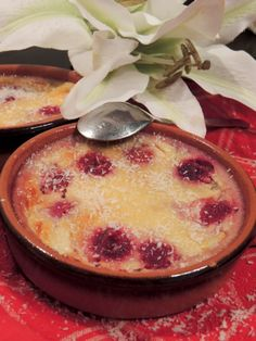 Flans au lait de coco et aux framboises - Appetizer Recipes Raspberry Desserts, Ww Desserts, Creative Desserts, Apple Desserts, Delicious Desserts, Dessert Recipes, Brunch Appetizers, Appetizer Recipes, Flan Dessert