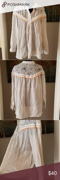 🦄Free People Top🦄 Gorgeous top with pockets!! Free People Tops