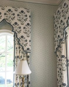Ideas bedroom window treatments blinds cornice boards for 2019 Bedroom Curtains With Blinds, Large Curtains, Curtains Living, Window Curtains, Burlap Curtains, Window Seats, Window Boxes, Pelmet Box, Curtain Pelmet