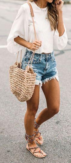 Tenue d'été : #summer #outfits / white blouse, ripped denim short shorts et sac bandoulière en osier