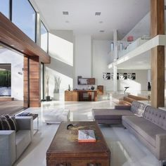 Typically Luxurious Residence of Beverly Hills – 1060 Woodland Drive
