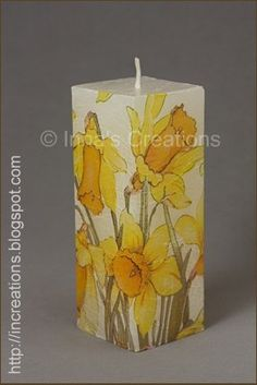 Decoupage candle with daffodils. Henna Candles, Big Candles, Vintage Candles, Making Candles, Velas Diy, Napkin Decoupage, Decoupage Art, Handmade Candles, Decorative Candles