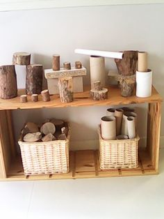 Another great example of utilizing natural and recycled materials in the block center and for loose parts. Stumps are great for building and helps children make connections to nature. Reggio Inspired Classrooms, Reggio Classroom, Reggio Emilia Preschool, Play Spaces, Learning Spaces, Play Based Learning, Early Learning, Curiosity Approach, Preschool Rooms