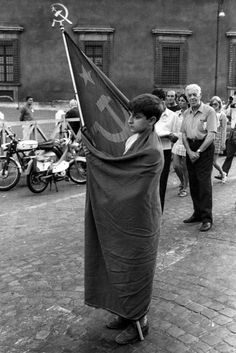 A young Communist wears a Soviet flag at a meeting organised by the Italian Communist Party at the Piazza San Giovanni, in front of the Basilica of St John in Rome, to protest against the current government crisis and political situation Communist Propaganda, Le Social, Warsaw Pact, Socialist Realism, Russian Revolution, Soviet Art, Karl Marx, Communism, Character Aesthetic