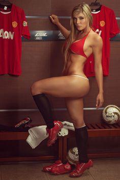 500x750, 162 Kb / футбол, раздевалка, ноги, ляжка, бутсы, мяч, гетры, блондинка, красное, фигура, спортивная, стринги, бикини