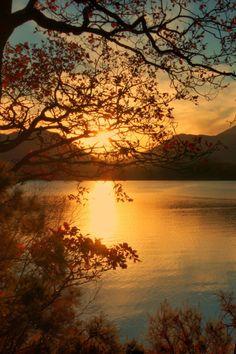 fantazum: Derwentwater Sunset by Andy Watson1 on Flickr.