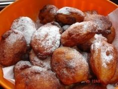 Gogosi pufoase(facute cu lingura) Romanian Food, Pretzel Bites, Brunch Recipes, Muffin, Good Food, Sweets, Bread, Vegetables, Cooking