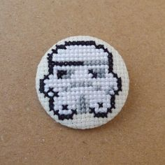 Star Wars cross stitch 31mm pinback button - Stormtrooper - Embroidered geek brooch - www.petipoaneedlecraft.com
