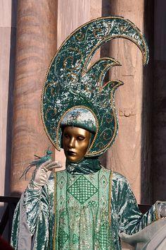 Asking a bird Venetian Carnival Masks, Carnival Of Venice, Mask Face Paint, Carnival Festival, Hidden Face, Fantasy Costumes, Fantasy Characters, Mardi Gras, Character Design