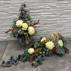 Ikebana, Funeral, Flower Arrangements, Christmas Wreaths, Floral Wreath, Holiday Decor, Flowers, Cemetery Decorations, Home Decor