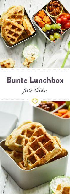 Mathe, Deutsch ... und endlich Mittagspause! Statt Stulle finden deine Kids leckere Käsewaffeln mit Quark, Gemüsesnacks und süße Mandeln in ihrer Lunchbox.