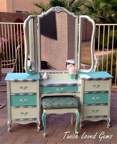 Love the before, during, and after photos of this furniture vanity makeover. -French Provincial Vanity Makeover By Twice Loved Gems - Featured On Furniture Flippin' Refurbished Furniture, Paint Furniture, Repurposed Furniture, Shabby Chic Furniture, Furniture Projects, Furniture Makeover, Vintage Furniture, Home Furniture, Furniture Vanity