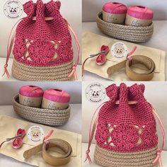 Şimdilik bir tane beyazı şuraya bırakıp kaçıyorum 😅 muammalı çalışma devam ediyor bende 🤗 . . . . . . . . . . . #crochetbag #örgüçanta… Free Crochet Bag, Crochet Shell Stitch, Crochet Tote, Crochet Handbags, Crochet Purses, Sac Granny Square, Drawstring Bag Diy, Crochet Bag Tutorials, Crochet Shoulder Bags