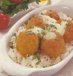 Almôndegas de Frango com Molho de Tomate - https://www.receitassimples.pt/almondegas-de-frango-com-molho-de-tomate/