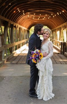 Carrie underwood engagement ring mike fisher 31 wedding see her stunning wedding dress junglespirit Choice Image